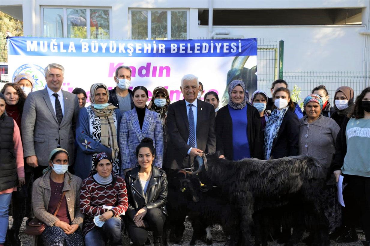 Ak Parti'li belediye Atatürk heykelini kaldırıyor!